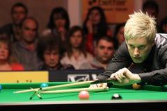 """Neil Robertson speelt snooker tijdens de toernooien""""victoria Bulgarije open† van de Wereldsnooker nov., 2012 in van Sofia, B stock foto"""