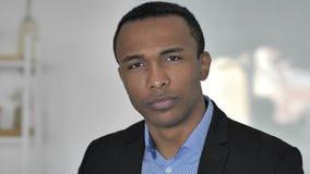 Nein, zufälliger afroer-amerikanisch Geschäftsmann Rejecting Offer durch das Rütteln des Kopfes stock video footage