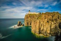 Neist punktfyr på ön av Skye i Skottland Royaltyfri Bild