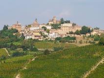 Neive, cittadina di Langhe, Piemonte fotografia stock