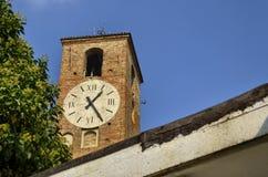 Neive, Itália, a torre de pulso de disparo fotografia de stock