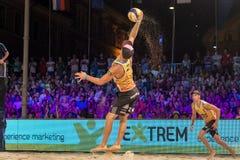 Nejc Zemljak sparar en boll i finalerna av utmaningen för den Ljubljana strandsalvan Royaltyfri Fotografi