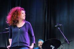 Neko Case, Amerikaanse zanger-songwriter, presteert bij het Correcte 2013 Festival van Heineken Primavera Stock Afbeelding