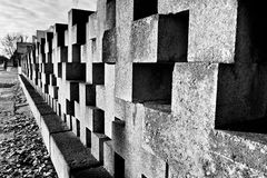 Nekropol Gdansk Zaspa, Polen Konstnärlig blick i svart och whit Arkivbild