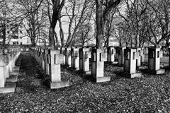 Nekropol Gdansk Zaspa, Polen Konstnärlig blick i svartvitt Fotografering för Bildbyråer