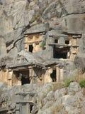 Nekropolen av Myra med gravar grävde i vagga i Turkiet Arkivbilder
