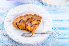 Nektarintarte med lavendel och honung Arkivbild
