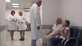 Nel corridoio dell'ospedale stock footage
