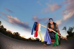 Nel mezzo di una strada con il palo cerimoniale e Fotografia Stock Libera da Diritti