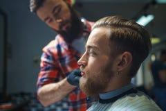 Nel negozio di barbiere fotografia stock