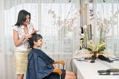 Nel salone di lavoro di parrucchiere Immagini Stock Libere da Diritti
