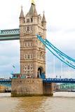 nel vecchio ponte dell'Inghilterra e nel cielo Fotografia Stock Libera da Diritti