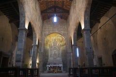 Nell'altare della chiesa Immagine Stock
