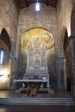 Nell'altare della chiesa Fotografie Stock Libere da Diritti