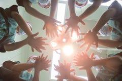 Nell'ambito del gesto shadowless della lampada Immagini Stock