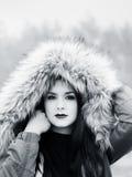 Nell'ambito del ritratto teenager della ragazza del cappuccio Fotografia Stock