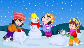 Nell'inverno, i bambini giocano nella neve molto allegro royalty illustrazione gratis
