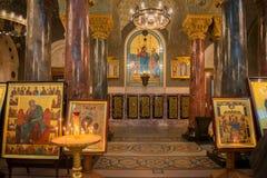 Nella cattedrale ortodossa Immagini Stock