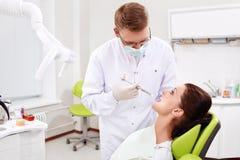 Nella clinica dentale fotografie stock libere da diritti