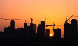 Nella costruzione della città (siluetta) Fotografia Stock Libera da Diritti