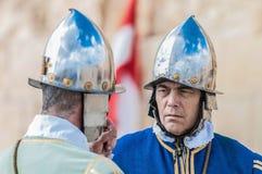 Nella parata di Guardia ai cavalieri della st Jonh in Birgu, Malta. Immagine Stock Libera da Diritti
