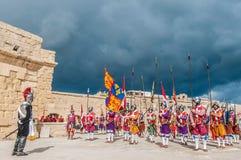 Nella parata di Guardia ai cavalieri della st Jonh in Birgu, Malta Immagine Stock Libera da Diritti