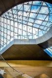 Nella piramide - Louvre, Parigi, Francia Fotografie Stock Libere da Diritti