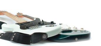 Nella priorità alta il fretboard di una chitarra acustica isolato immagine stock libera da diritti