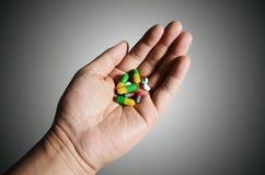 Nelle mani della capsula Fotografie Stock Libere da Diritti