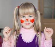 nelli ¡Cara, corazones rojos pintados! fotos de archivo libres de regalías