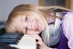 Nelli. Face, headphones, piano! Royalty Free Stock Photography