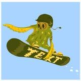 Nello stile del militare un gufo si precipita su uno snowboard nella neve Fotografie Stock