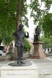 Nelson Mandela minnes- staty i London Royaltyfri Fotografi
