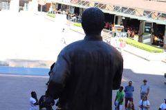 Nelson Mandela Statue From The detrás fotos de archivo libres de regalías