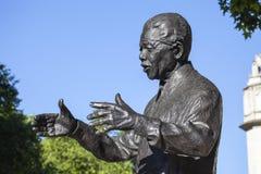 Nelson Mandela Statue i London Arkivbilder