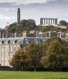 Nelsons och nationella monument från Holyrood slottjordning Arkivfoto