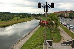 Nemanrivier in stad van Kaunas in Litouwen Royalty-vrije Stock Fotografie