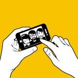 Nemend een selfie - foto van vrienden Stock Afbeeldingen