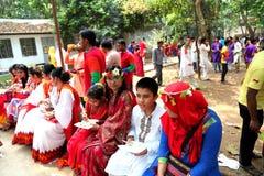 Nemend lunch bij nieuw jaar 1422 van Bangladesh viering Stock Fotografie