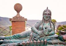 NEMI, ROMA, ITALIA 10 settembre 2016, statua della madre e bambino in città di Nemi, vicino a Roma, l'Italia Fotografia Stock