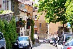 NEMI WŁOCHY, MAJ, - 25, 2015: Typowa średniowieczna wąska ulica w pięknym miasteczku Nemi Obraz Royalty Free
