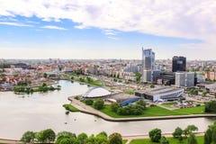 Nemiga Minsk flyg- sikt Treenighetkulle, flod Svisloch, kunglig Plaza, hotell vid Hilton och etc. arkivbilder