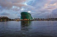 Nemo科技馆有在背景中海博物馆我 库存图片