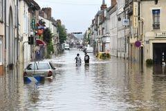 在nemours镇的洪水  库存图片