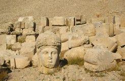 Nemrut Dagı Milli Parki, der Nemrut mit alten Statuen geht og die König anf Götter voran Stockfotos