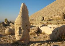 Nemrut Dagı Milli Parki, Mount Nemrut med forntida statyer heads og konunganfgudarna Royaltyfri Bild