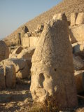 Nemrut Dagı Milli Parki, Mount Nemrut med forntida statyer heads og konunganfgudarna Arkivfoto
