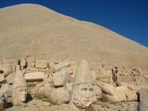 Nemrut Dagı Milli Parki, zet Nemrut met oude standbeelden op leidt og de konings anf Goden Royalty-vrije Stock Afbeelding