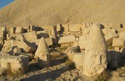 Nemrut Dagı Milli Parki, zet Nemrut met oude standbeelden op leidt og de konings anf Goden Royalty-vrije Stock Foto