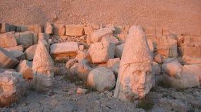 Nemrut Dagı Milli Parki, zet Nemrut met oude standbeelden op leidt og de konings anf Goden Royalty-vrije Stock Foto's